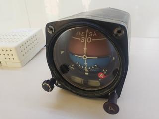 Prodám umělý horizont vč. generátoru. Typ LUN 1202
