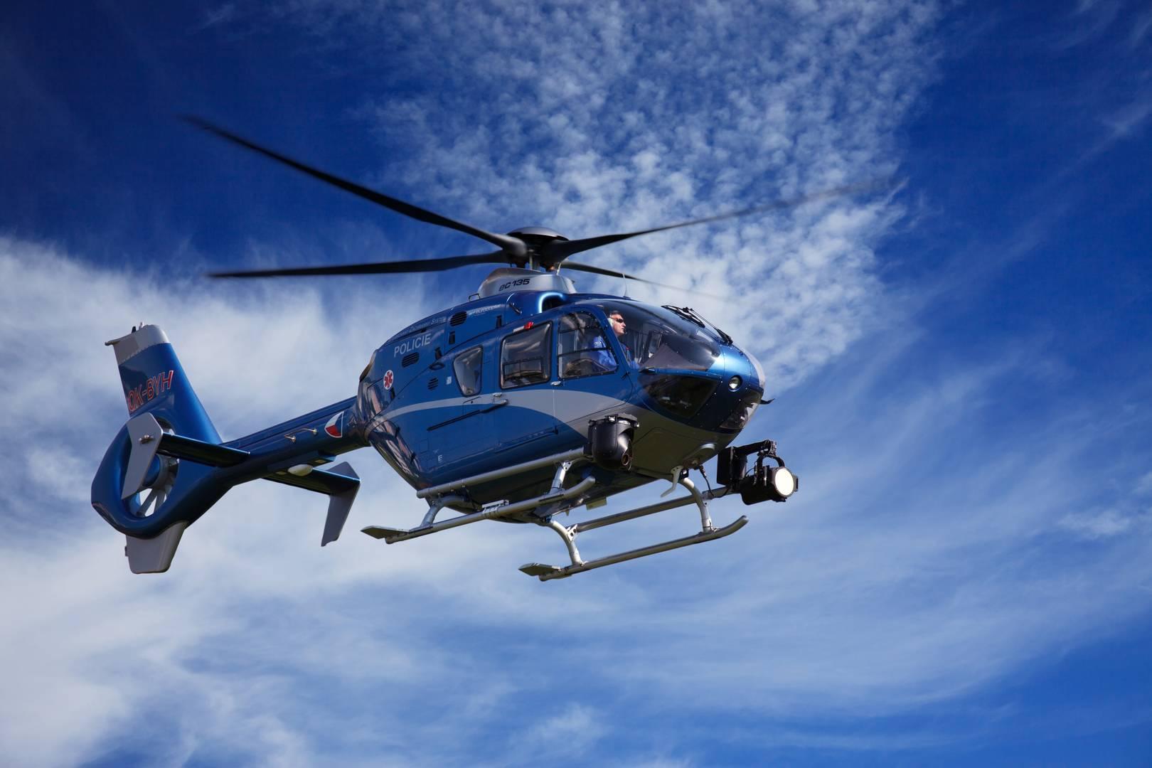 Který vrtulník tu přistane první?